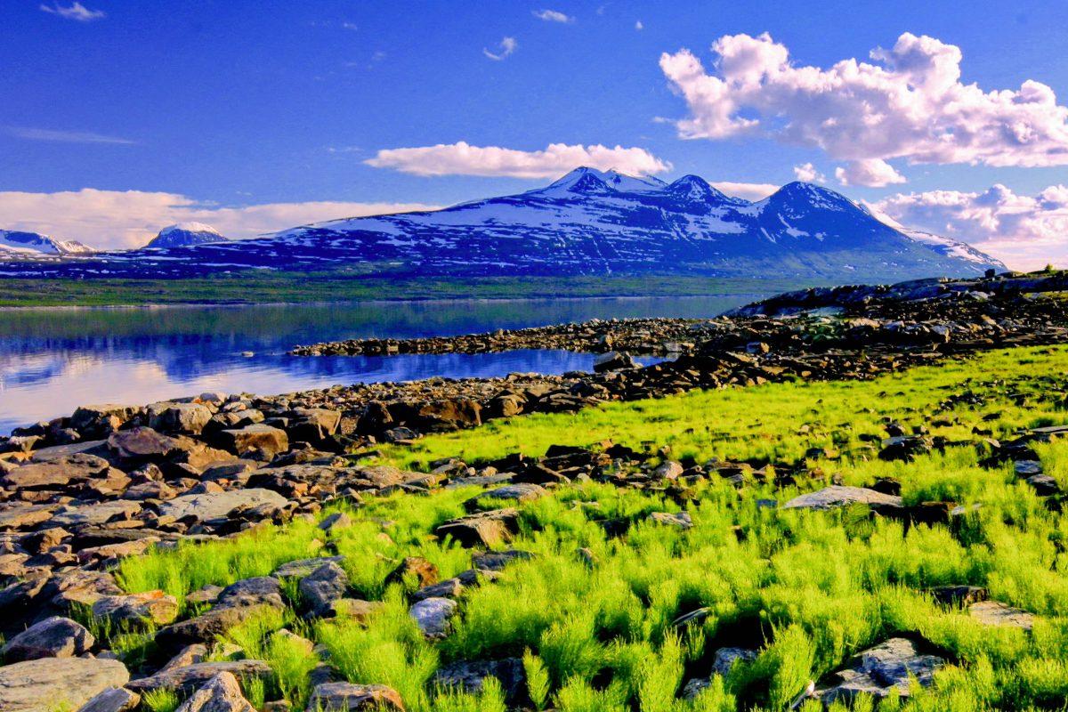 Der Padjelanta-Nationalpark kann über den gleichnamigen Pfad erkundet werden, auf dem man von Berghütte zu Berghütte spazieren kann - © Uroš Medved / Shutterstock