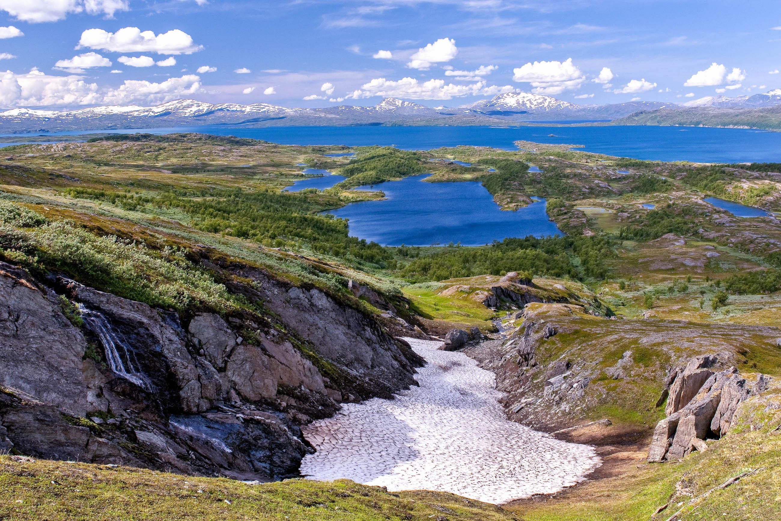 Der Virihaure im Nationalpark Padjelanta in Laponia wird oft als schönster See Schwedens bezeichnet - © BildagenturZoonarGmbH/Shutterstock