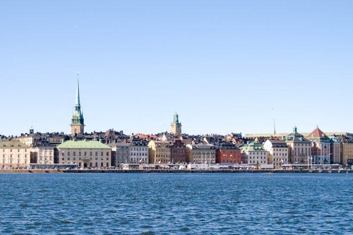 Malerisch auf einer Insel gelegen gehört Gamla Stan, die Altstadt Stockholms zu den größten und besterhaltenen historischen Stadtkernen Europas, Schweden - © James Camel / franks-travelbox