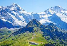 Das berühmte Jungfraujoch bietet auf 3.454 Meter Seehöhe fantastische Ausblicke in das umliegende Alpenpanorama. Pro Jahr besuchen ca. 700.000 Menschen das Jungfraujoch, Schweiz - © Fedor Selivanov / Shutterstock