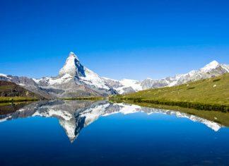 Das Matterhorn ist mit 4.477m Höhe und seiner majestätischen Pyramidenform der Inbegriff eines Berges und das Wahrzeichen der Schweiz - © elxeneize / Fotolia