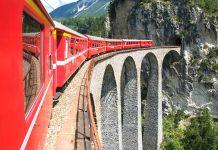 Der Zugbetrieb der 122 Kilometer langen Strecke des Bernina Express in der Schweiz wurde im Jahr 1910 aufgenommen, die Bahn fährt von Chur über St. Moritz nach Tirano in Italien - © fotoember / Fotolia