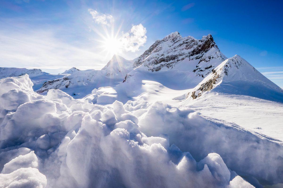 Herrliche Winterlandschaft am Jungfraujoch in der Schweiz - © Krissanapong Wongsawarng / Shutterstock