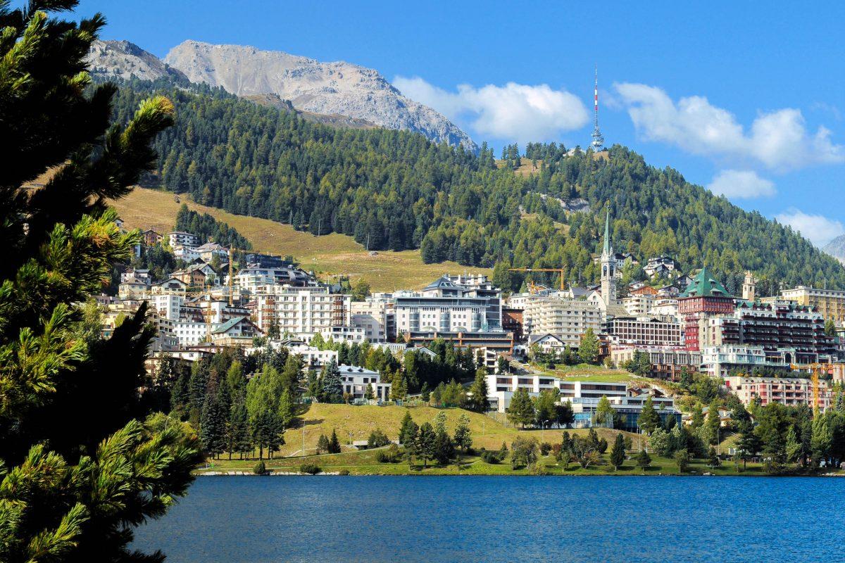 Der Name des Schweizer Ortes St. Moritz ist so bekannt, dass er 1986 als Marke registriert und in ca. 50 Ländern geschützt wurde - © PeJo / Shutterstock