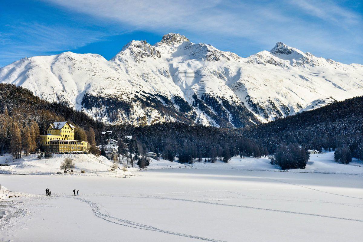 Der See von St. Moritz inmitten einer herrlichen Winterlandschaft, Schweiz - © Massimo Bocchi / Shutterstock