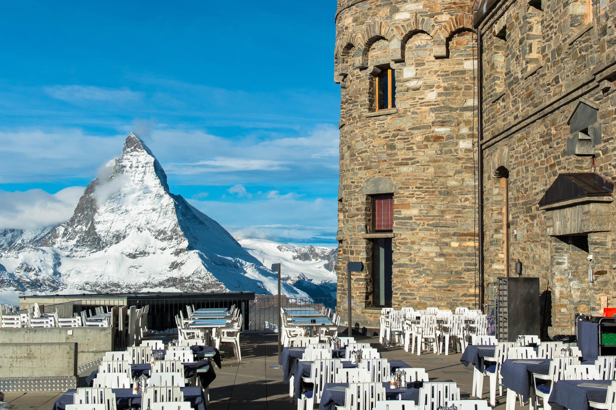 Vom Gornergrat-Observatorium aus hat man einen idealen Blick auf das Matterhorn, wohl der berühmteste Berg der Schweiz - © TheYok / Shutterstock