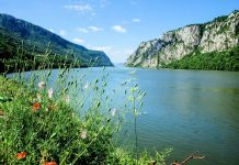 Blick in das Donautal im Derdap Nationalpark in Serbien - © Ulrich Mueller / Shutterstock