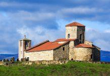 Die Petrovka crkva (Peterskirche) stammt aus dem 9. Jahrhundert und ist die älteste Kirche Serbiens und seit 1979 Teil des Weltkulturerbes der UNESCO - © Pavle / Fotolia