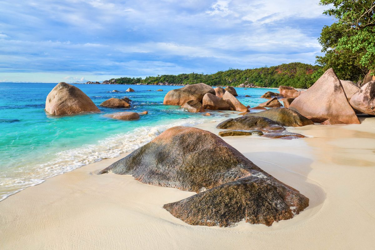 Der Anse Lazio auf Praslin ist bereits des Öfteren zum schönsten Strand der Welt gewählt worden; dies wundert nicht, wenn man ihn einmal vor Augen hat, Seychellen - © Tatiana Popova / Shutterstock