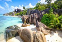 Der Anse Source d'Argent auf La Digue, Seychellen, ist aus der Fernsehwerbung für Rafaello oder Bacardi bekannt - © dibrova / Shutterstock