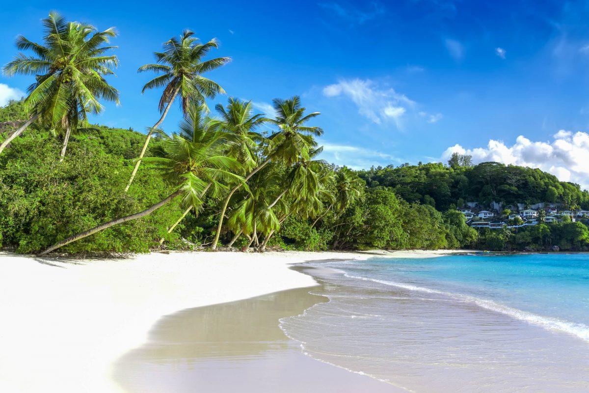 Die Baie Lazare ist nach Lazare Picault benannt, der als erster Europäer einen Fuß auf Mahé setzte und die Insel 1742 für Frankreich in Besitz nahm, Seychellen - © Chaikovskiy Igor / Shutterstock