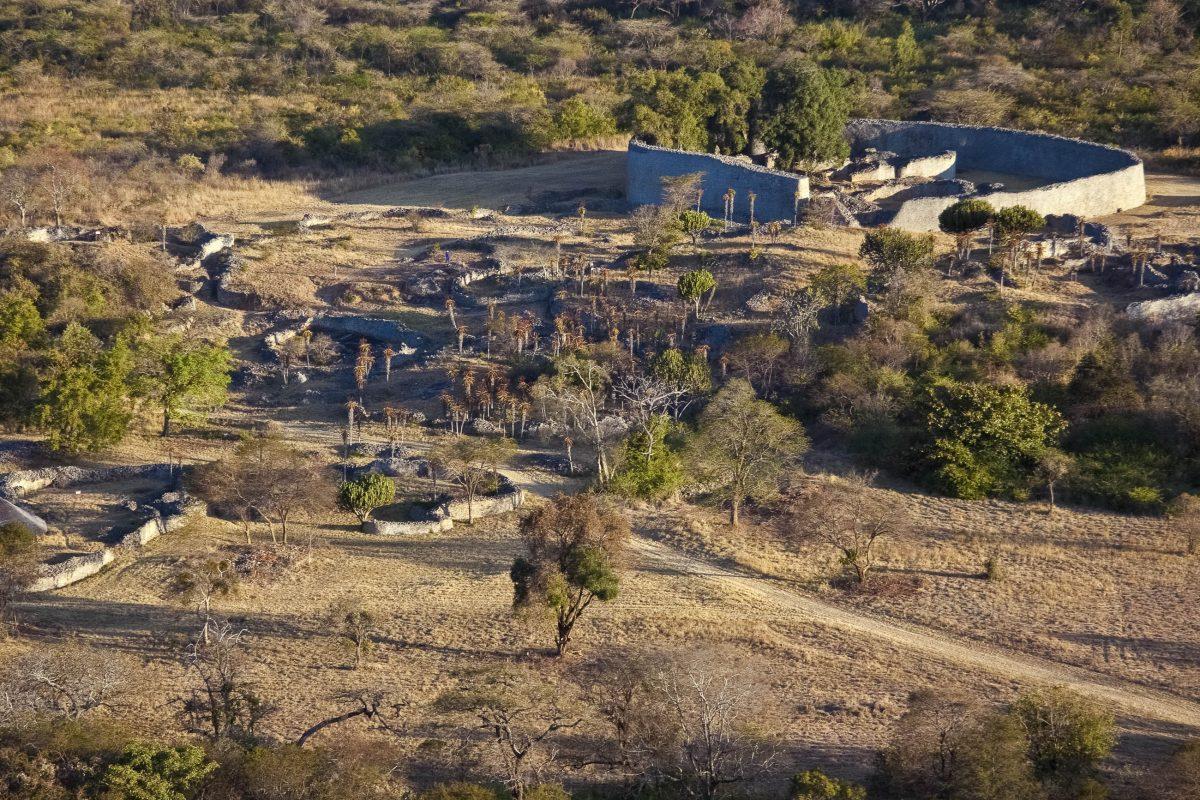 Die Ruinen von Groß-Simbabwe in der Provinz Masvingo gehören zu den ältesten Steinbauten Afrikas südlich der Sahara - © 2630ben / Shutterstock