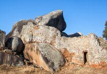 Die Ruinen von Groß-Simbabwe zeugen noch heute von der einstigen Pracht des damaligen politischen Zentrums des Landes - © 2630ben / Shutterstock