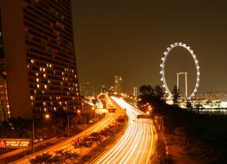 Der Singapore Flyer bei Nacht - © ezk / franks-travelbox