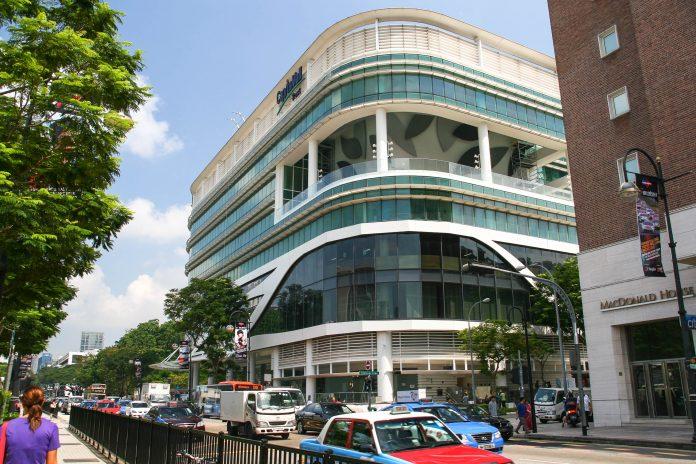 Die Orchard Road in Singapur ist eine geschäftige, bunte Einkaufsstraße, die erste Adresse für Shoppingwütige und auch eine wichtige Touristenattraktion - © ezk / franks-travelbox