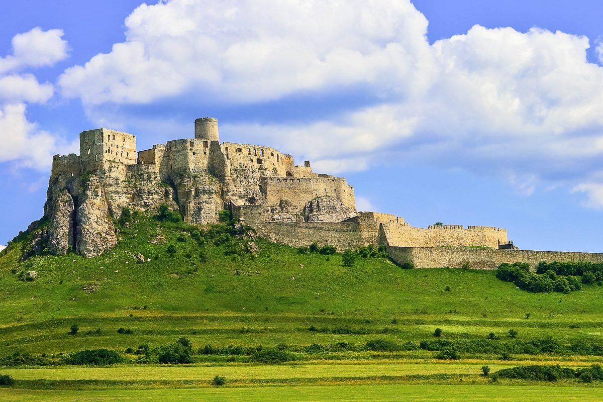 Blick auf die Zipser Burg (Spišský hrad), die größte Burganlage Mitteleuropas, in der slowakischen Gemeinde Žehra (Schigra) im Nordosten der Slowakei - © daulon / Fotolia