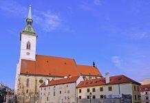Die eindrucksvolle gotische Martinsdom liegt am Westrand der Altstadt von Bratislava und ist ein Kulturdenkmal von nationaler Bedeutung - © photo 5000 / Fotolia