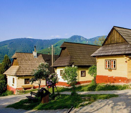 Das historische Bauerndorf Vlkolínec besteht aus 40 originalen Holzhäusern aus dem 14. Jahrhundert in denen knapp 50 Einwohner leben, Slowakei - © PHB.cz / Fotolia