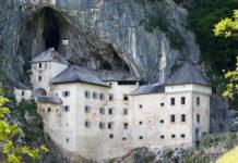 Felsenburg und Höhle von Predjama, Slowenien - © James Camel / franks-travelbox