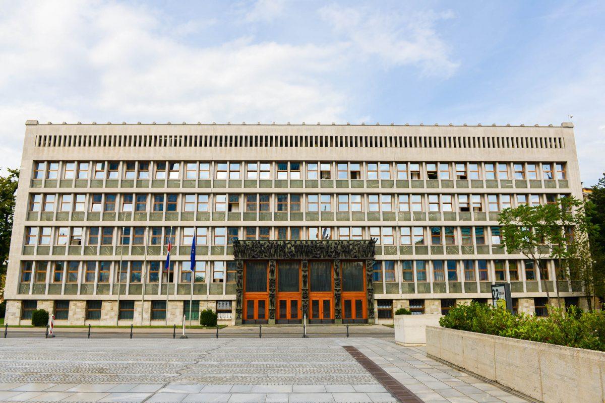 Das Parlamentsgebäude in Ljubljana beherbergt die Staatsversammlung und den Staatsrat von Slowenien - © James Camel / franks-travelbox
