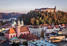 Die Altstadt von Ljubljana verbindet architektonisches Erbe aus dem Mittelalter, Barock und Jugendstil mit einem reichhaltigen Angebot an Kultur und Gastronomie, Slowenien - © Tomas Kulaja / Shutterstock