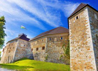 Die heutige Burg von Ljubljana stammt aus dem 17. Jahrhundert und diente bereits als Fürstensitz, Festung und Gefängnis, Slowenien - ©  Matej Kastelic / Shutterstock