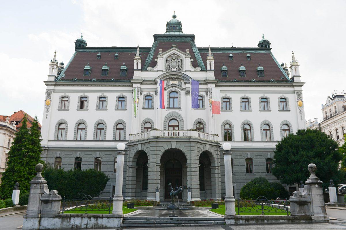 Seit 1919 hat die Universität von Slowenien im ehemaligen Landesschloss am Kongress-Platz von Ljubljana ihren Hauptsitz - © James Camel / franks-travelbox