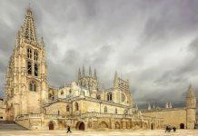 Seit 1984 zählt die Kathedrale von Burgos in Spanien zum Weltkulturerbe der UNESCO - © Marques / Shutterstock