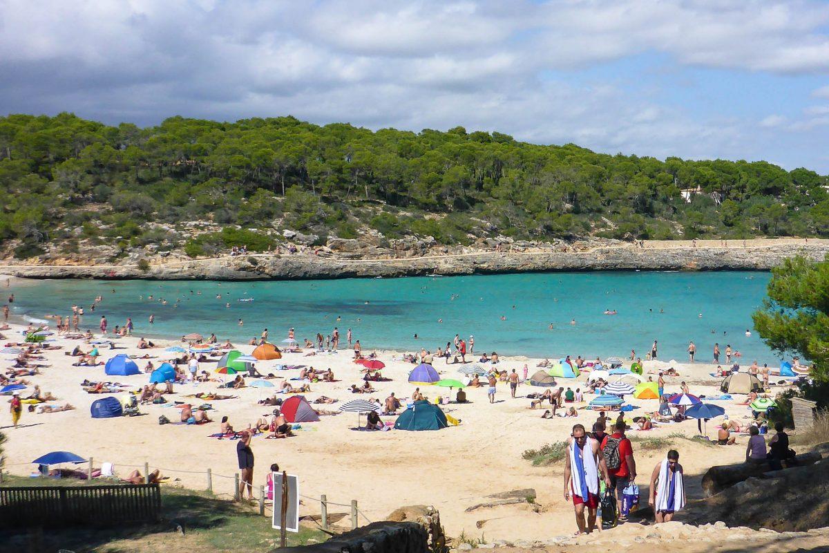 Traumhafter Strand der Strand Cala S'Amarador nahe Cala Figuera im Südosten Mallorcas, Spanien - © Lila Pharao / franks-travelbox