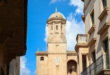 Da Llucmayor 15km von Mallorcas Küste entfernt ist, trifft man in Llucmayor kaum Touristen und kann das charmante Städtchen in aller Ruhe erkunden, Spanien - © James Camel / franks-travelbox