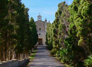 Die Ermita de Betlem auf Mallorca, Spanien, ist über eine äußerst enge, kurvenreiche, landschaftlich jedoch überaus reizvolle Straße zu erreichen - © James Camel / franks-travelbox