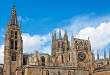 Die Kathedrale von Burgos befindet sich in der Stadt Burgos im Norden Spaniens und stellt eine wichtige Station auf dem Jakobsweg dar, Spanien - © gkuna / Shutterstock