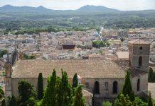 Die ruhigen Gassen von Artà sind vom Kalvarienberg aus am besten zu überblicken, Mallorca, Spanien - © James Camel / franks-travelbox