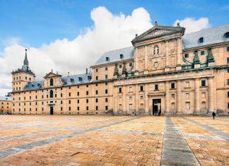Die imposante Anlage des El Escorial in San Lorenzo umfasst nicht nur den Palast und die Basilika, sondern auch ein Kloster, Grabstätten, eine Schule, ein Museum und eine Bibliothek, Spanien - © canadastock / Shutterstock