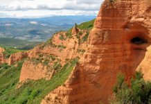 Die Geröllhügel, die auf dem Gelände der Las Médulas überall herumliegen, stammen noch aus der Zeit des Gold-Abbaus unter den Römern, Spanien - © FRASHO / franks-travelbox
