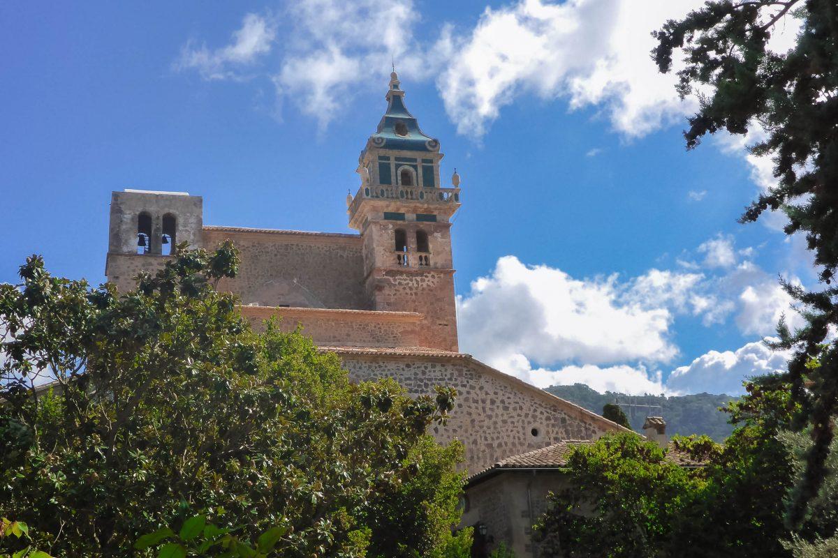 Das ehemalige Kloster des Kartäuserordens in Valldemossa ist nach der Kathedrale von Palma das meistbesuchte Bauwerk Mallorcas, Spanien - © Lila Pharao / franks-travelbox