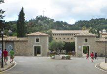 Mitten in der höchsten und einsamsten Region der Serra de Tramuntana ist das Santuari de Lluc zu finden, Mallorca, Spanien - © Lila Pharao / franks-travelbox