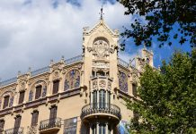 Das prunkvolle Gran Hotel an der Plaça Weyler in der Unterstadt von Palma de Mallorca stammt aus dem frühen 20. Jahrhundert, Spanien - © James Camel / franks-travelbox