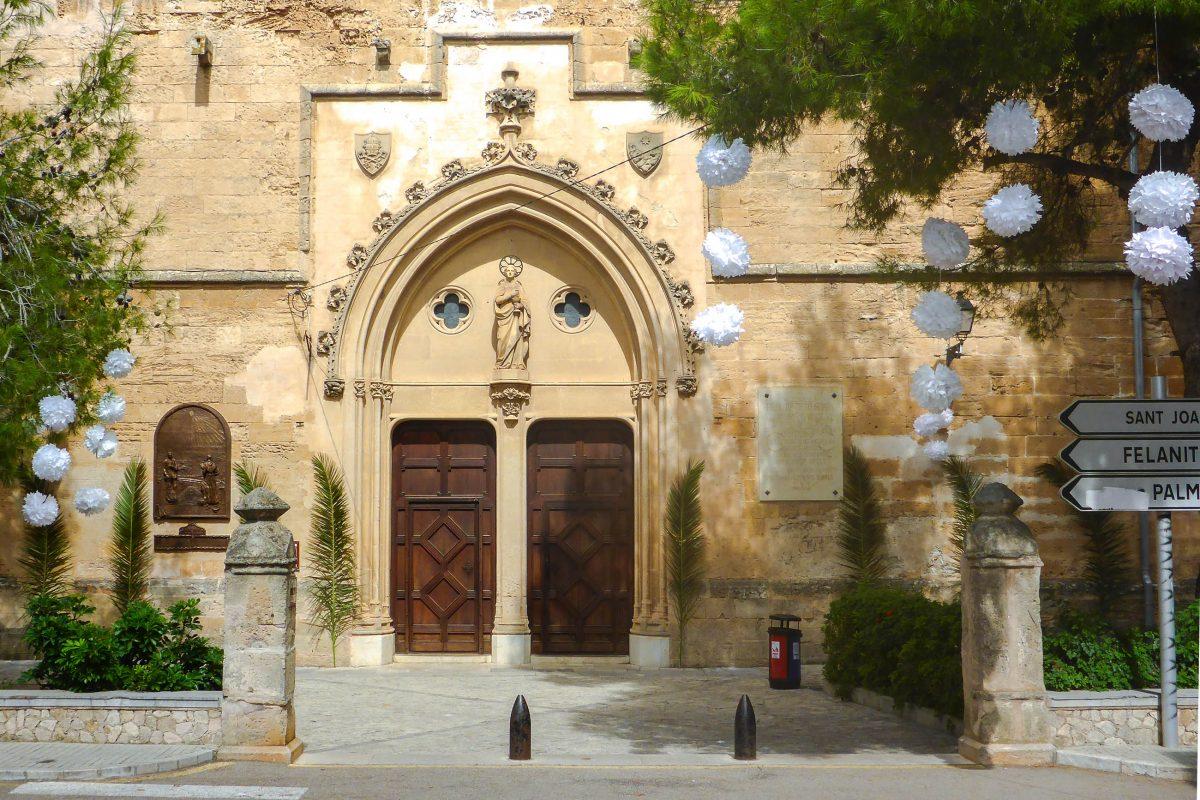 Neben dem Geburtshaus von Junípero Serra und dem zugehörigen Museum ist in Petra auch die Pfarrkirche San Pere sehenswert, Mallorca, Spanien - © Lila Pharao / franks-travelbox