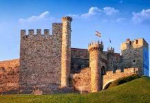 Die Tempelritter bauten das Castillo de Ponferrada im 12. Jahrhundert so weit aus, dass sie ein Schutz für die Pilger auf dem Weg nach Santiago de Compostela war, Spanien - © Migel / Shutterstock