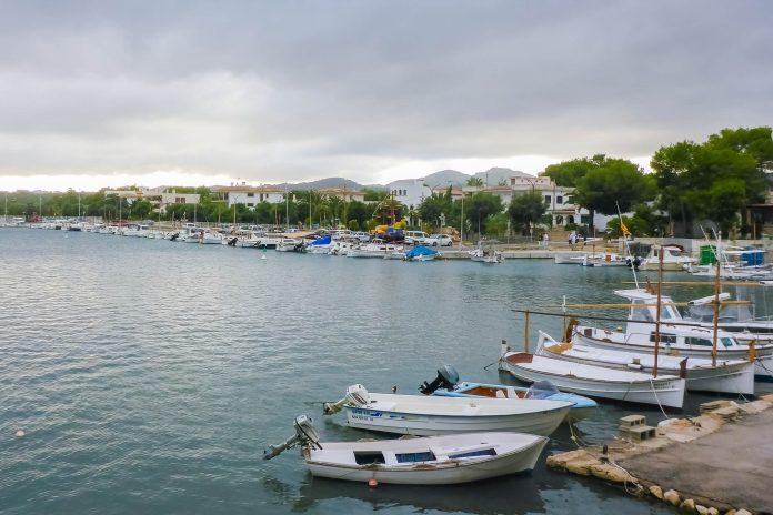 Das freundliche Städtchen Porto Colom liegt an der Ostküste von Mallorca fungierte früher als Hafenort von Felanitx, Spanien - © Lila Pharao / franks-travelbox