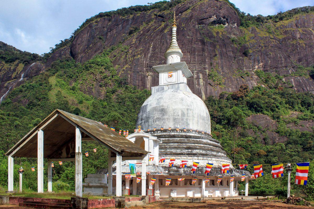 Buddhistisches Kloster am Sri Pada in der Provinz Sabaragamuwa, Sri Lanka - © Valery Shanin / Shutterstock
