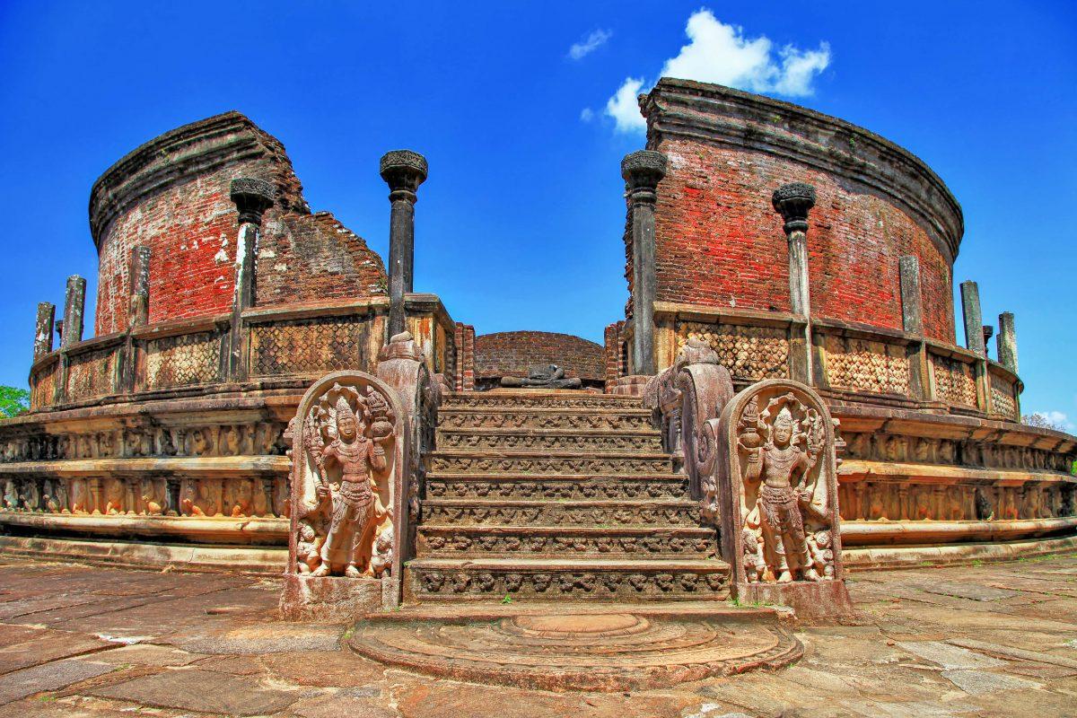 Der am besten erhaltene Tempel ist der 1196 fertiggestellte Vatadage, jener Rundtempel, in der zu Hauptstadtzeiten Polonnaruwas der Zahn Buddhas aufbewahrt wurde - © leoks / Shutterstock