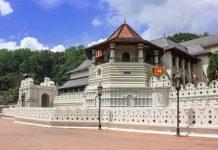 """Der Sri Dalada Maligawa, in deutscher Sprache als """"Zahntempel"""" bekannt, ist ein buddhistischer Tempel in der Königsstadt Kandy, Sri Lanka - © Brad Pict / Fotolia"""