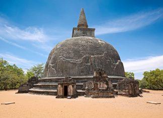 Die Kiri Vihara ist eine knapp 1.000 Jahre alte Dagoba in der antiken Ruinenstadt Polonnaruwa in Sri Lanka - © f9photos / Shutterstock