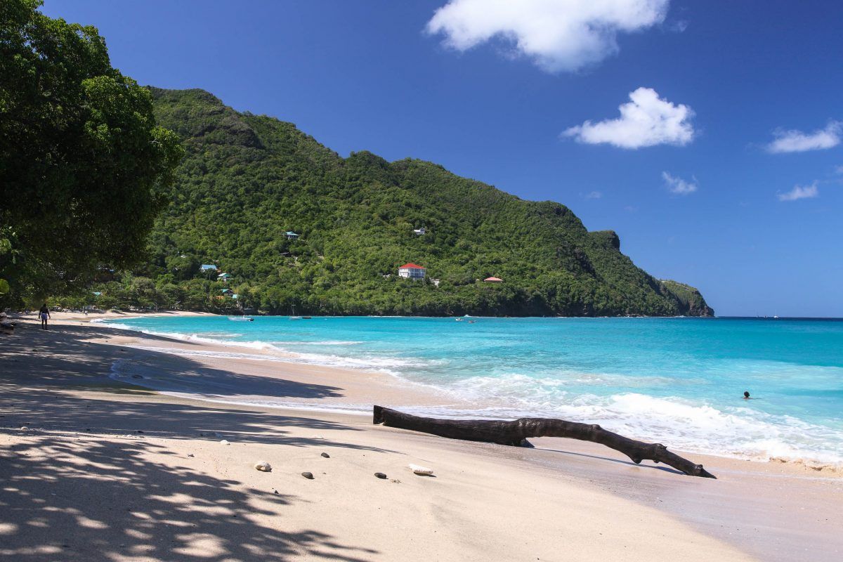 Tropischer Sandstrand auf St. Vincent und die Grenadinen - © Achim Baque / Shutterstock