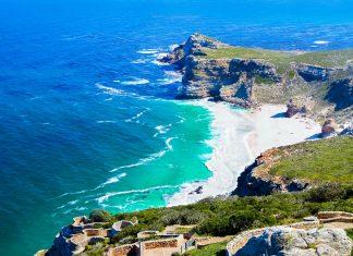 Das Kap der Guten Hoffnung wurde früher aufgrund seiner heimtückischen Klippen von Schiffen gefürchtet und ist es heute ein atemberaubendes Naturparadies, Südafrika - © Denis Mironov / Shutterstock