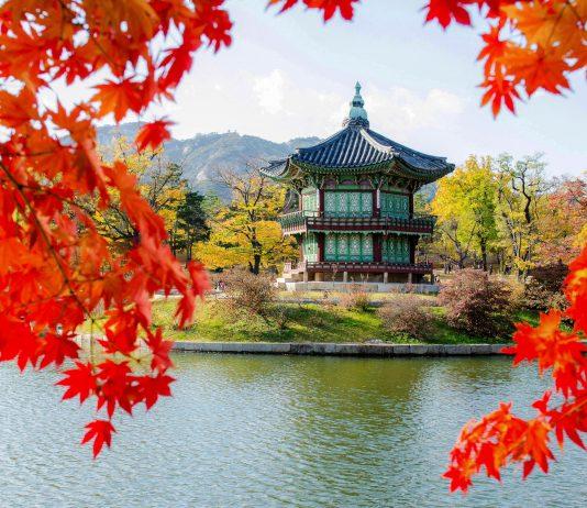 Die Wasseruhr im malerischen Heumgyeonggak-Pavillon gehört zu den Kulturdenkmälern des Gyeongbokgung-Palastes in Südkorea - © CJ Nattanai / Shutterstock