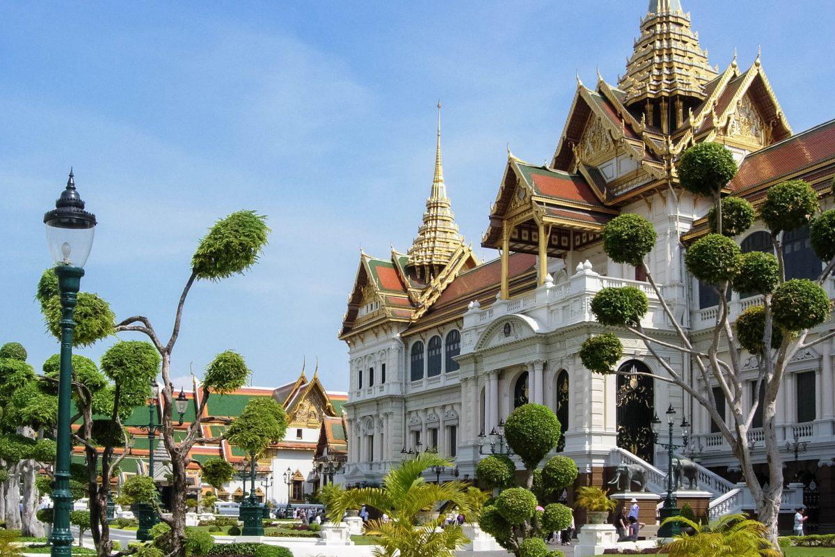 Viele Steine, die für den Königspalast in Bangkok verwendet wurden, wurden per Schiff aus den Ruinen von Ayutthaya herangeschafft, Thailand - © flog / franks-travelbox