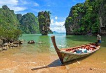 Der berühmte James Bond Felsen in der Phang Nga Bucht ist ein absoluter Touristen-Hot-Spot, Thailand - © jeep2499 / Shutterstock